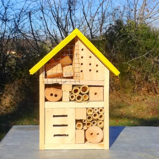 https://www.natur-miel.fr/nos-produits/463-large_default/maisons-a-insectes.jpg